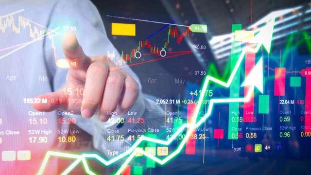 操盤手看台股:增量資金加持 電子、傳產齊看漲價效應。(圖:shutterstock)