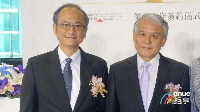 台灣金融都更董事長林旺根(右)與九鼎都市更新董座林資雄。(鉅亨網記者張欽發攝)
