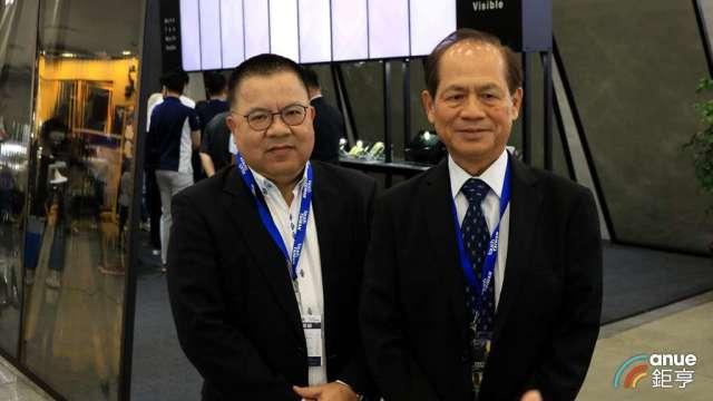 誠美材董事長何昭陽(右)、總經理羅來煌(左)。(鉅亨網記者劉韋廷攝)