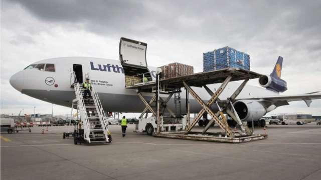 疫情危機再起 IATA上調今年航空業虧損預期至477億美元 (圖:AFP)