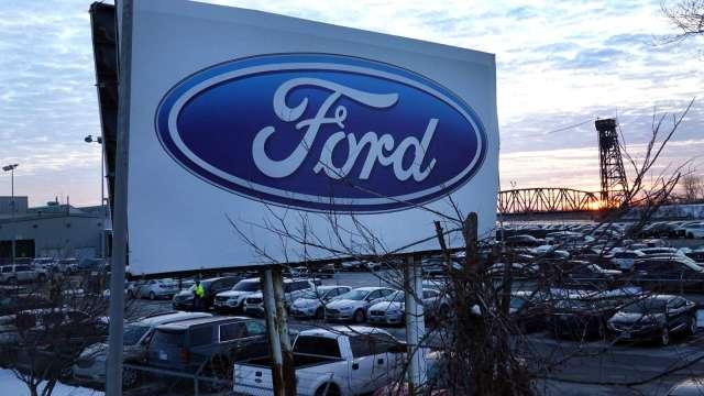 全球晶片荒持續 福特再延長工廠停產時間(圖片:AFP)