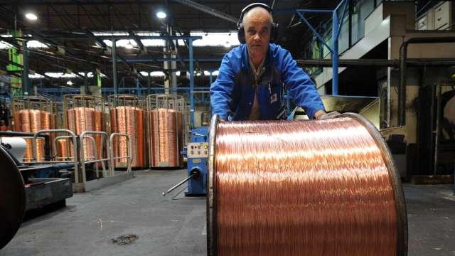 銅、鐵礦砂聯手大漲 美、中減碳承諾牽動工業金屬供需基本面 (圖:AFP)