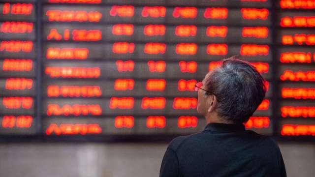 日印疫情惡化 中國股市跌深反彈。(圖:AFP)