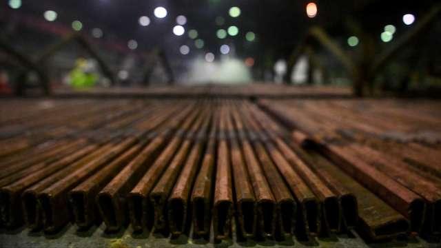 銅價飆漲創近10年新高 12檔台廠概念股有利可圖。(圖:AFP)