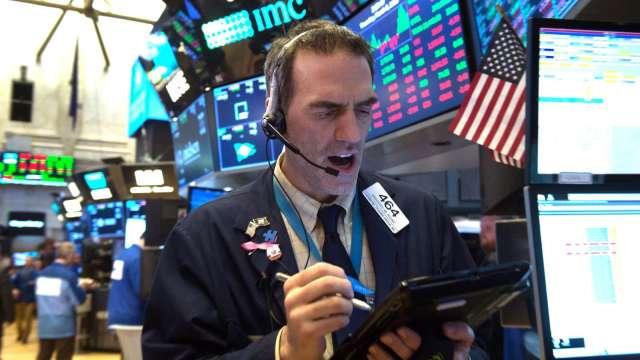 企業獲利躍升將收斂本益比 有利美股多頭續航。(圖:AFP)