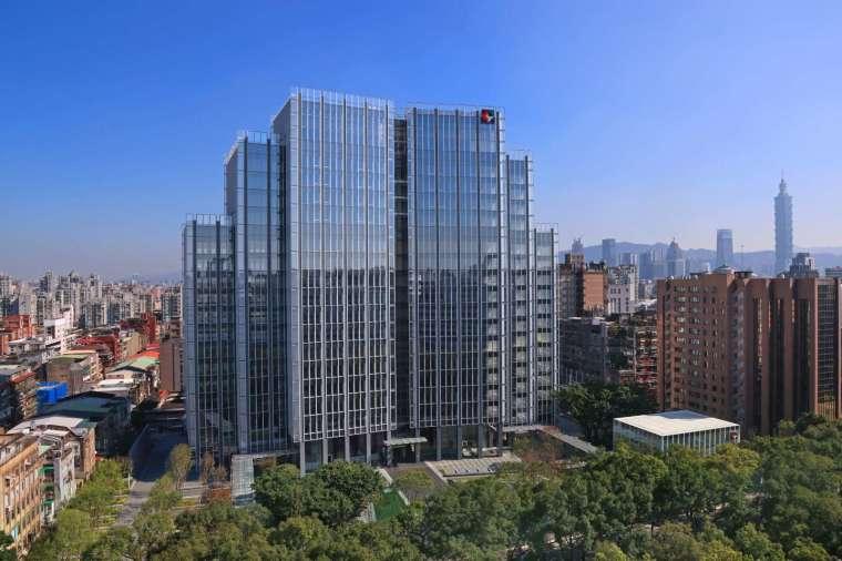 開發金控新大樓榮獲「黃金級綠建築標章證書」。(圖:開發金控提供)