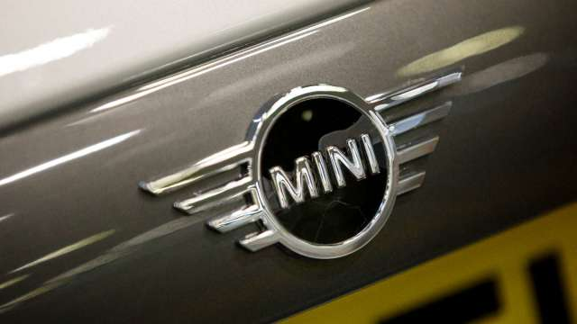 全球晶片荒 BMW計畫將兩車廠停產(圖片:AFP)