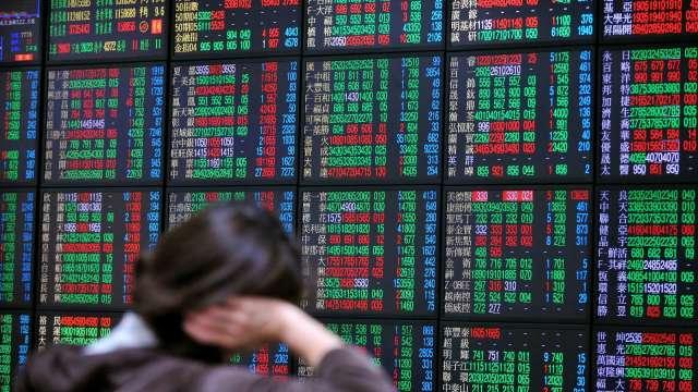 聯發科一夫當關抗賣壓 台股近平盤收17566點 成交量再創次高。(圖:AFP)