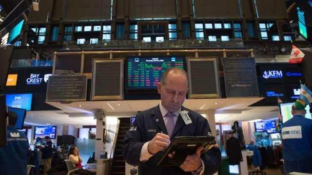 〈美股早盤〉美股高點回落 道瓊開盤挫逾150點 推特大跌近14% (圖:AFP)