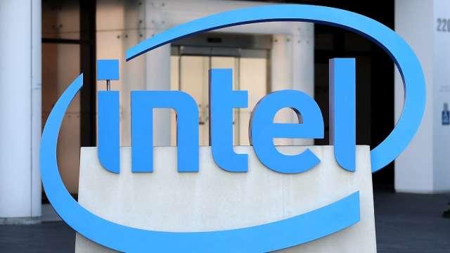晶片荒持續 英特爾CEO:短缺將持續多年(圖片:AFP)
