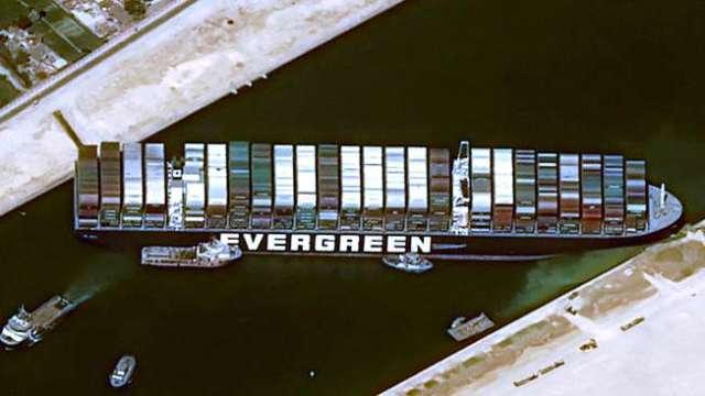 長賜號船東抗告遭埃及法院駁回 繼續扣留在蘇伊士運河 (圖片:AFP)