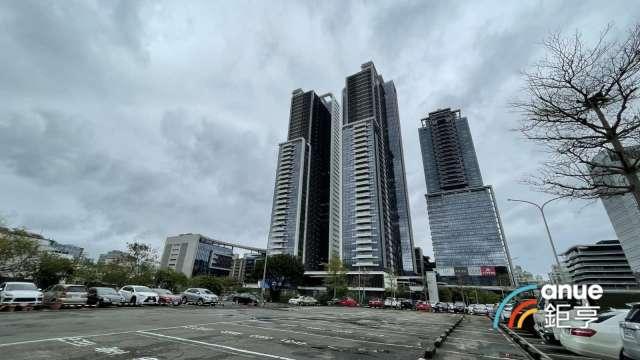 北市高樓豪宅吸引資金進駐,西華富邦33樓以3.16億元成交。(鉅亨網記者張欽發攝)