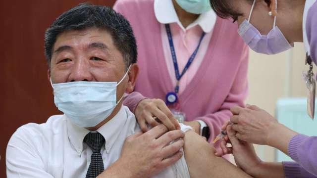 不支薪疫苗接種假上路 無須就醫證明、不扣全勤獎金。(圖:AFP)
