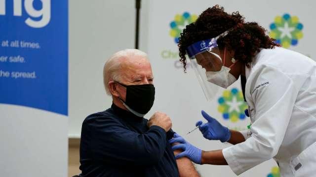 抗疫里程碑!美國支持新冠疫苗專利豁免 藥廠跳腳股價跌 (圖:AFP)