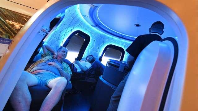藍色起源太空旅行開放座位競價 7月20日首航(圖片:AFP)