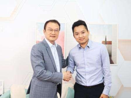 ▊理財周刊發行人洪寶山 (左)、Jasper 的手機當沖世界創辦人劉家誠 (右)