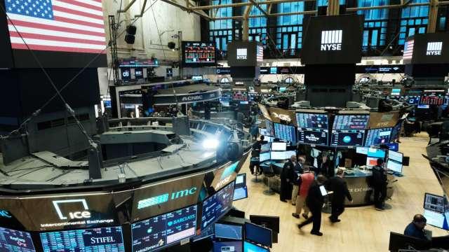 〈美股盤後〉傳拜登延續川普中企投資禁令 道瓊續刷新高 (圖片:AFP)