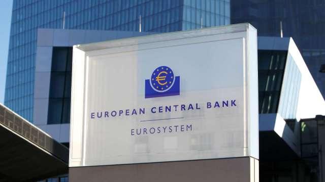 歐洲央行Kazaks:最快6月份可能放緩購債步伐(圖:AFP)