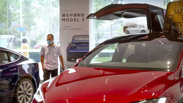 特斯拉中國製Model 3首度漲價!美國也調漲 比年初貴1500美元 (圖:AFP)
