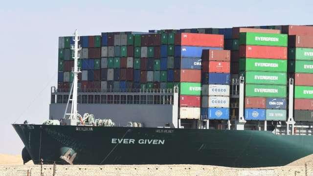 蘇伊士運河管理局調降長賜號賠償金額 從9.16億美元降到約6億美元 (圖片:AFP)