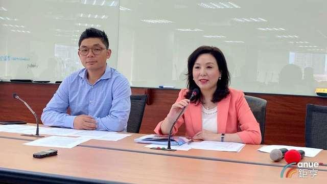 玉山科技協會理事長李紀珠(右)、秘書長許毓仁(左)。(鉅亨網記者劉韋廷攝)