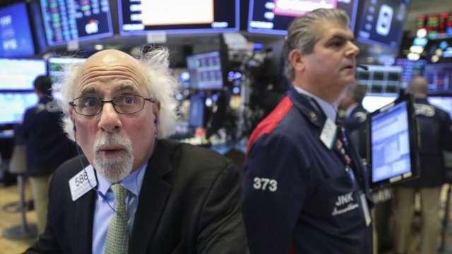 通膨預期升、科技股腳軟 大摩警告股市恐跌20% (圖:AFP)