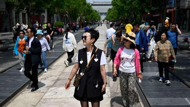 中國官方發布人口普查結果:出生率下降 高齡化加快(圖:AFP)