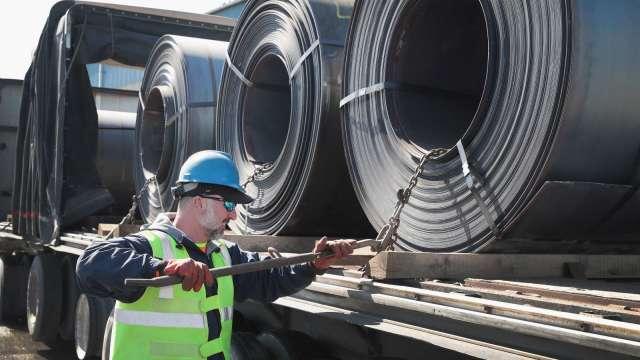 快買美國鋼鐵!大摩:市場週期將更長時間走強 (圖片:AFP)