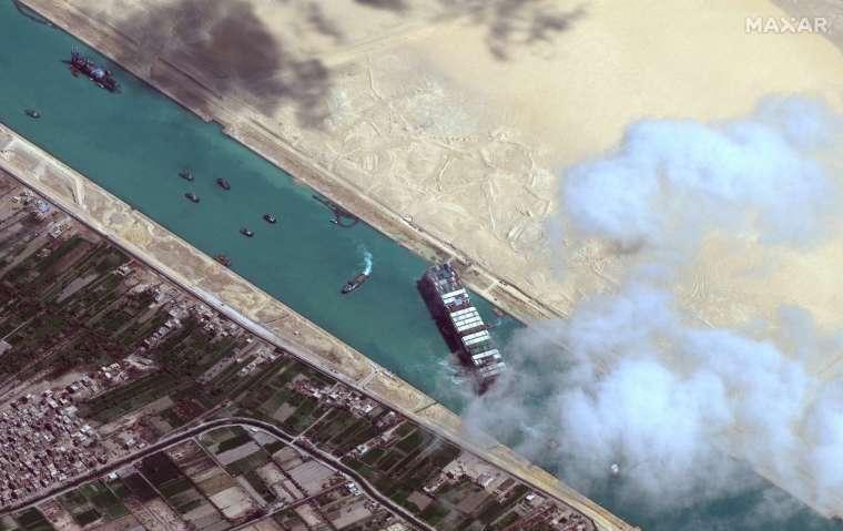 埃及總統批准 擴建蘇伊士運河 (圖片:AFP)