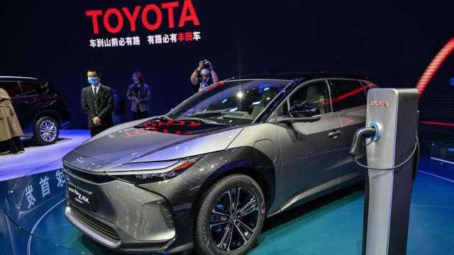 〈財報〉豐田目標2030年全球賣200萬輛EV、FCV 占比25% (圖片:AFP)