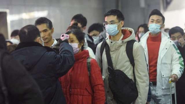 國內疫情升溫,五大代工廠防疫措施升級、啟動分區分流。(圖:AFP)