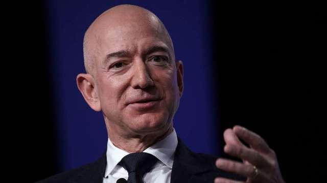 落袋為安 美國億萬富豪趁著股價高漲大手筆賣股變現 (圖:AFP)