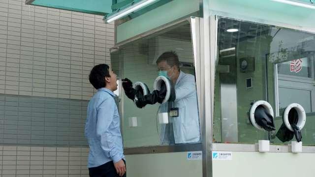 經濟部促工研院搭建正壓檢疫亭 科技護衛台灣防疫第一線。(圖:工研院提供)