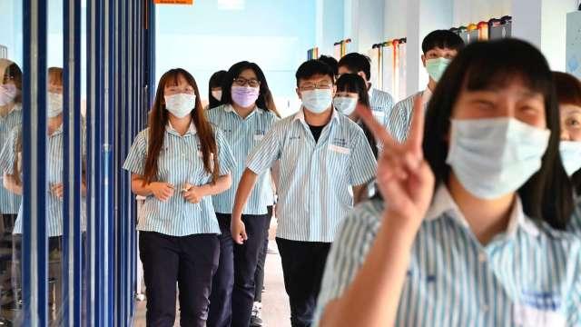 雙北高三生、國九生17日起停課在家自主學習。(圖:AFP)