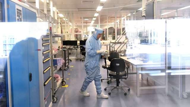 國內晶圓代工廠相繼升級防疫措施。(圖:AFP)