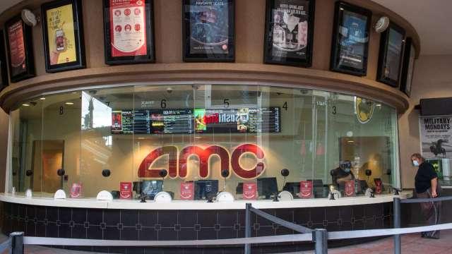 迷因力量發威!AMC漲逾7% 盤後續飆11% 分析師:華納媒體併購交易非主因 (圖片:AFP)