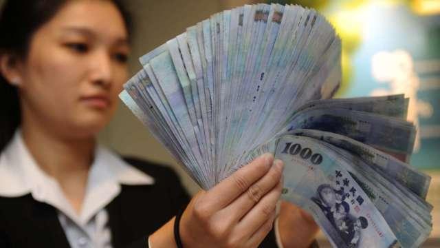 股匯雙漲 台幣終止連5貶重返27字頭。(圖:AFP)