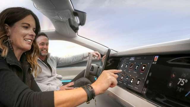 鴻海攜子公司FIH 與Stellantis成立合資公司 鎖定先進智能座艙及車聯網。(圖:鴻海提供)