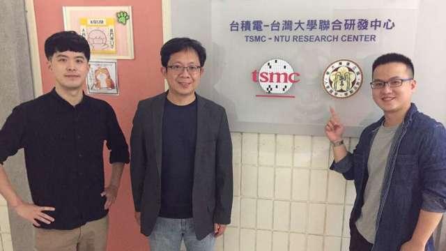 圖為研究團隊成員,左至右為沈品均博士、教授吳志毅、周昂昇博士。(圖:取材自臺灣大學官網)