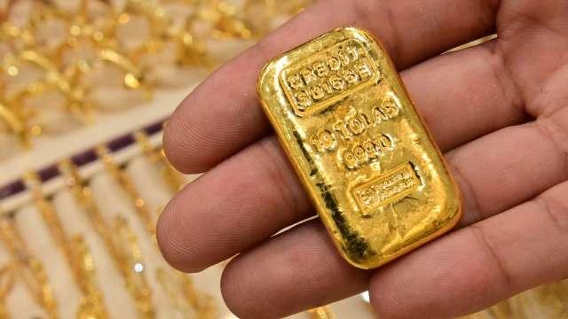 〈貴金屬盤後〉美元走疲 憂心通膨 黃金連漲4日 登4個月高點 (圖片:AFP)