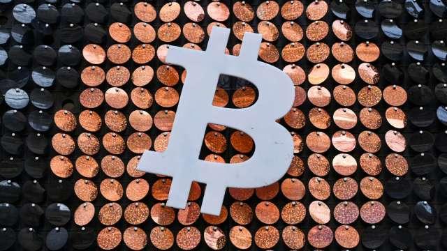 中國禁機構提供加密貨幣服務 比特幣一度摔至3個月低點(圖:AFP)