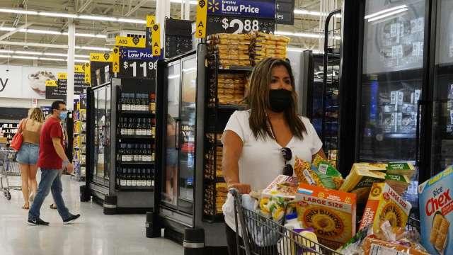 美國新冠疫情趨緩 沃爾瑪、梅西百貨、家得寶購物人潮回流(圖片:AFP)