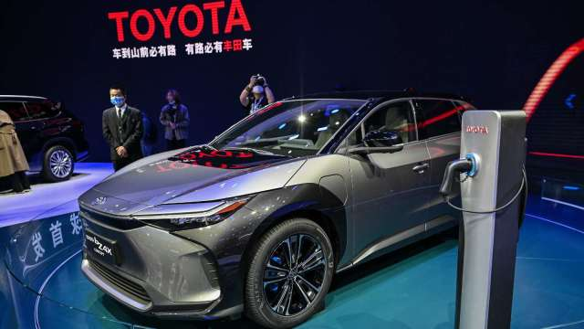 豐田、Panasonic合資公司PPES因應汽車電動化 將拉高電池產能 (圖片:AFP)