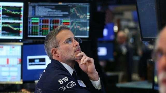 〈美股早盤〉區塊鏈概念股殺聲隆隆 四大指數全線挫逾1% 道瓊狂跌400點  (圖:AFP)
