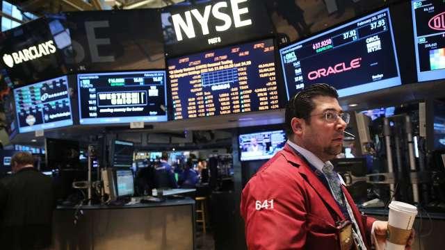 〈美股盤後〉Fed暗示就快開始討論減碼QE 三大指數盡墨。(圖片:AFP)
