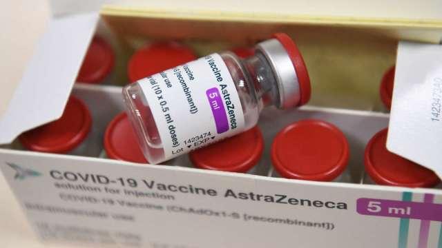 日本特例通過AZ、莫德納疫苗使用 但AZ疫苗因血栓疑慮暫不使用 (圖片:AFP)
