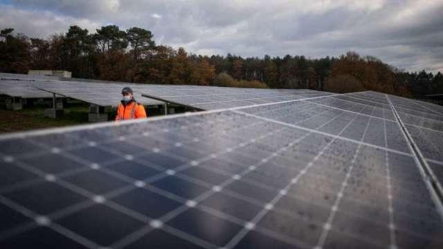 太陽能上游成本持續走揚 下游模組價格卻僅漲3%。(圖:AFP)