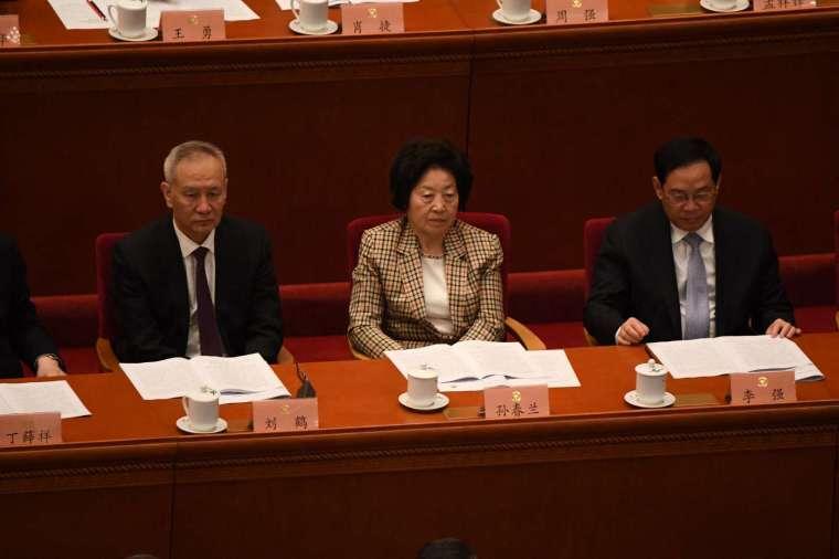 金融委主任劉鶴 (左一) (圖片:AFP)
