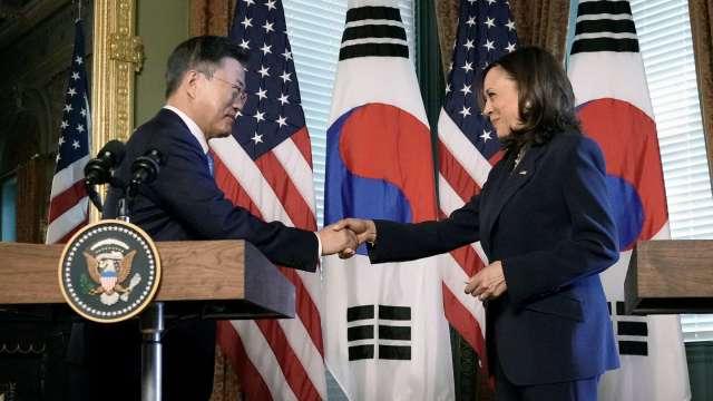 南韓總統文在寅週五會面美國副總統賀錦麗。(圖片:AFP)