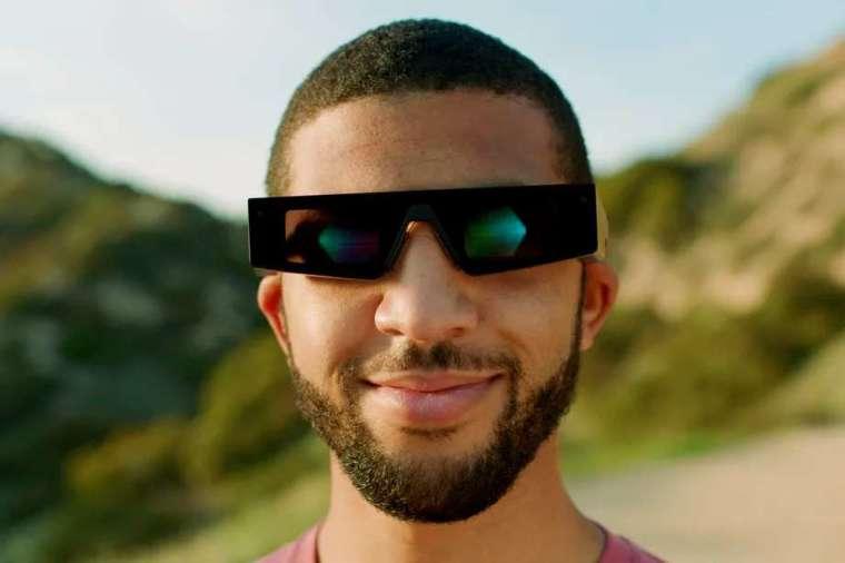 Snap 的第四代 AR 眼鏡 Spectacles。(圖片來源:Snap)
